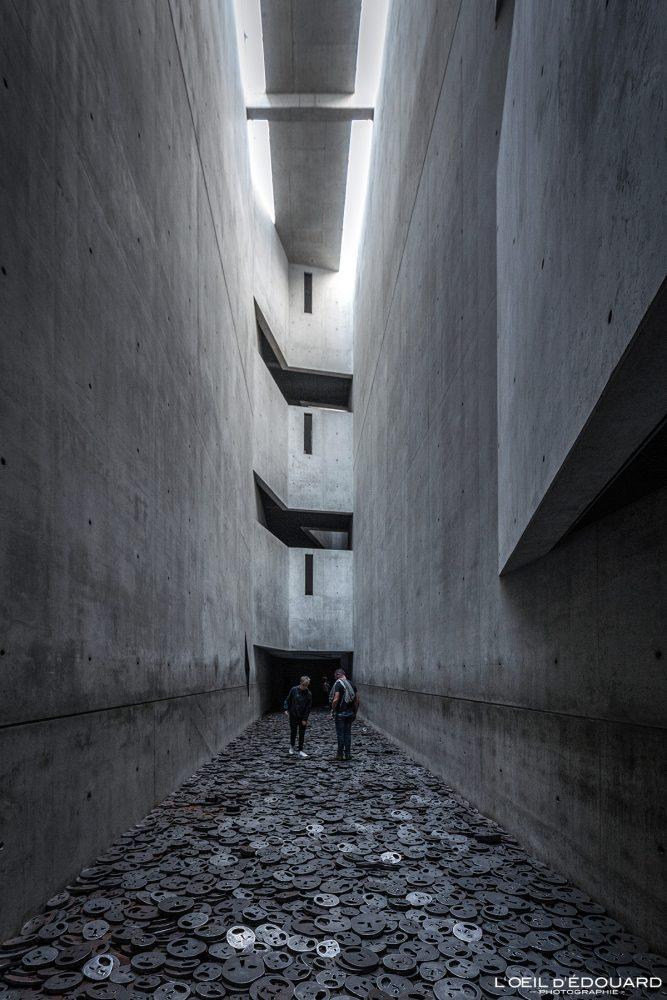 Shalekhet (1997-2001) Menashe Kadishman - Vide de la Mémoire Architecture Musée Juif de Berlin Allemagne - Jüdisches Museum Deutschland Germany Jewish Museum Memory void Architecture Daniel Libeskind
