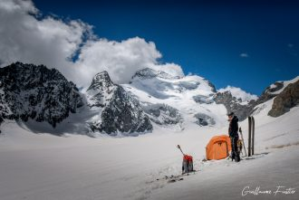 Bivouac sur le Glacier Blanc, au pied de la Barre des Écrins Hautes-Alpes Alpinisme Paysage Montagne neige France Outdoor French Alps Mountain Landscape snow Mountaineering