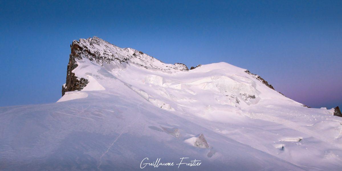 Alpinisme Barre des Écrins Hautes-Alpes Paysage Montagne France Lever de soleil matin Outdoor snow mountaineering French Alps Mountain Landscape morning sunset colors
