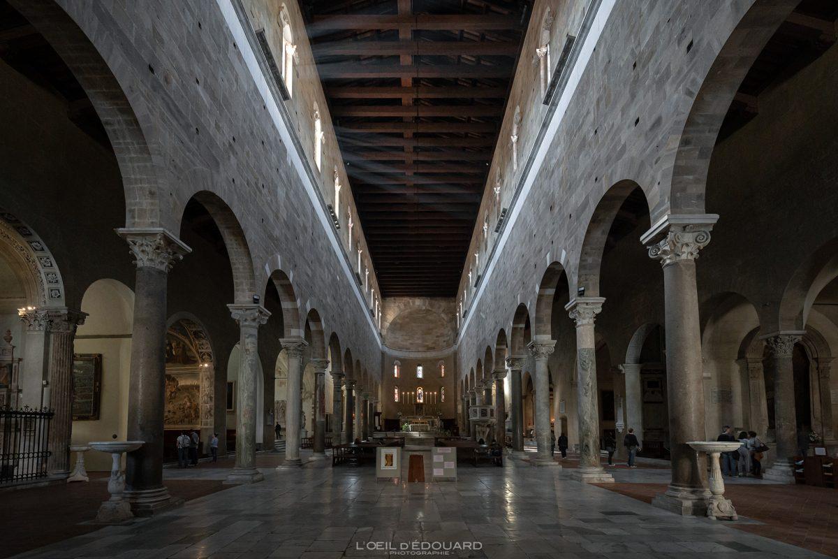 Nef intérieur Basilique de Lucques Toscane Italie Voyage Tourisme - Basilica di San Frediano Lucca Toscana Italia Travel Italy Tuscany Italian church architecture