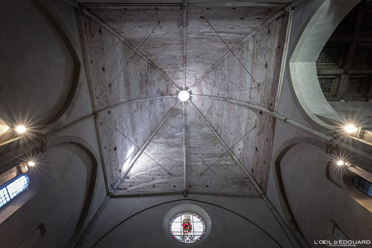 Voûte Intérieur Église de Lucques Toscane Italie Voyage Tourisme - Chiesa Santi Giovanni e Reparata Lucca Toscana Italia Travel Italy Tuscany Italian church ceiling architecture