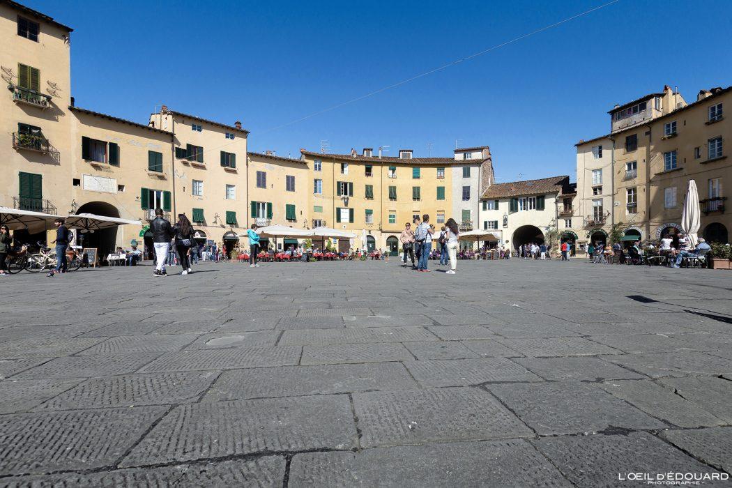 Place de l'Amphithéâtre Lucques Toscane Italie Voyage Tourisme - Piazza dell'Anfiteatro Lucca Toscana Italia Travel Italy Tuscany Italian place