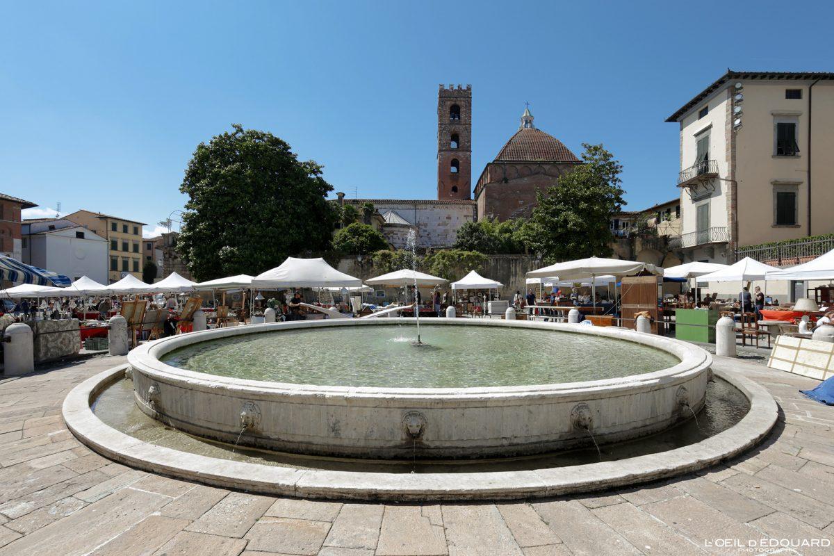 Fontaine Lucques Toscane Italie Voyage Tourisme - Piazza Antelminelli Lucca Toscana Italia Travel Italy Tuscany fountain Italian place