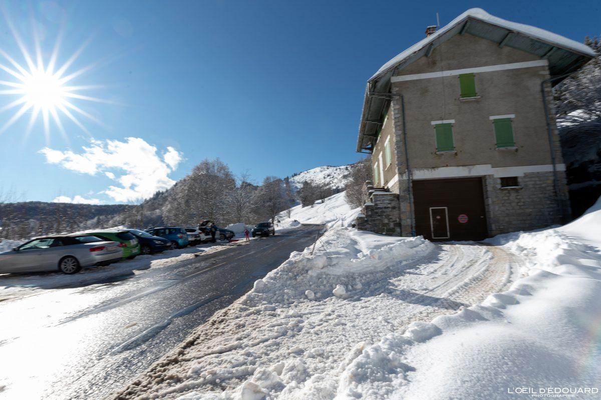 Parking Maison cantonnière Le Revard Massif des Bauges Savoie Alpes Paysage Montagne France hiver neige Outdoor winter snow French Alps Mountain Landscape