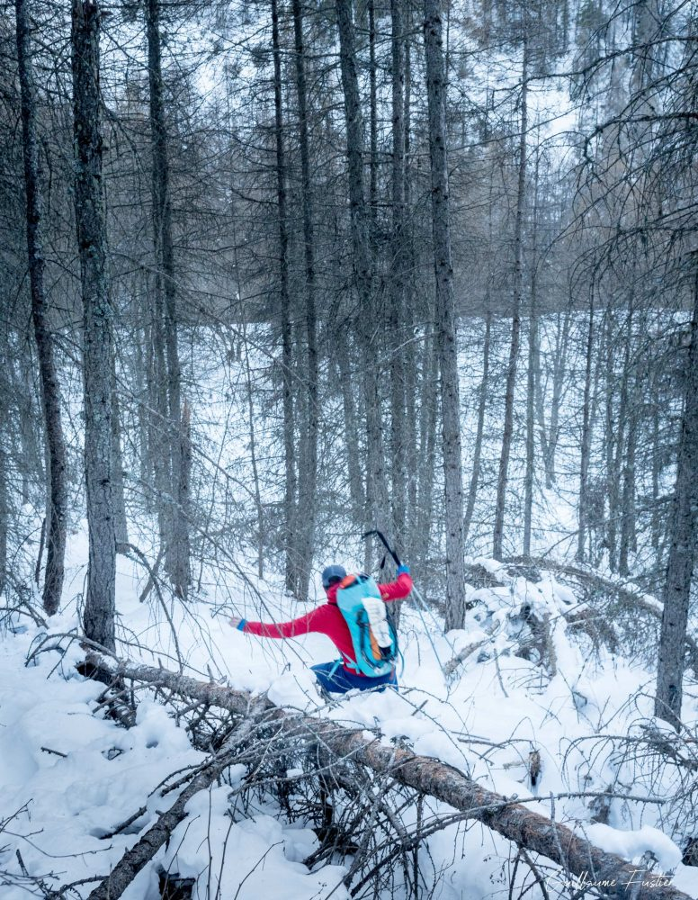 Alpinisme Marche d'approche Cascade de Glace Nadia Les Orres Ubaye Hautes-Alpes Alpes France Montagne Hiver Forêt Outdoor Ice Climbing Mountaineering French Alps Mountain Winter snow forest