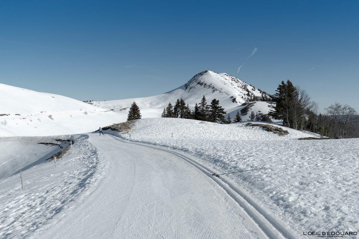 Le Charmant Som en hiver Piste de Ski Nordique Col de Porte Massif de la Chartreuse Isère Alpes Paysage Montagne Neige France Outdoor French Alps Mountain Landscape Winter Snow skiing