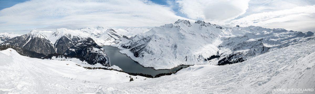 Lac de Roselend vu depuis le sommet de la Roche Parstire Ski de randonnée Massif du Beaufortain Hiver Savoie Alpes Paysage Montagne Neige France Outdoor French Alps Mountain Landscape Winter Snow Ski touring