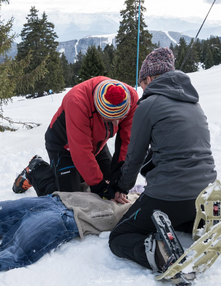 Massage cardiaque Secours en Montagne Secourisme Outdoor Mountain Rescue