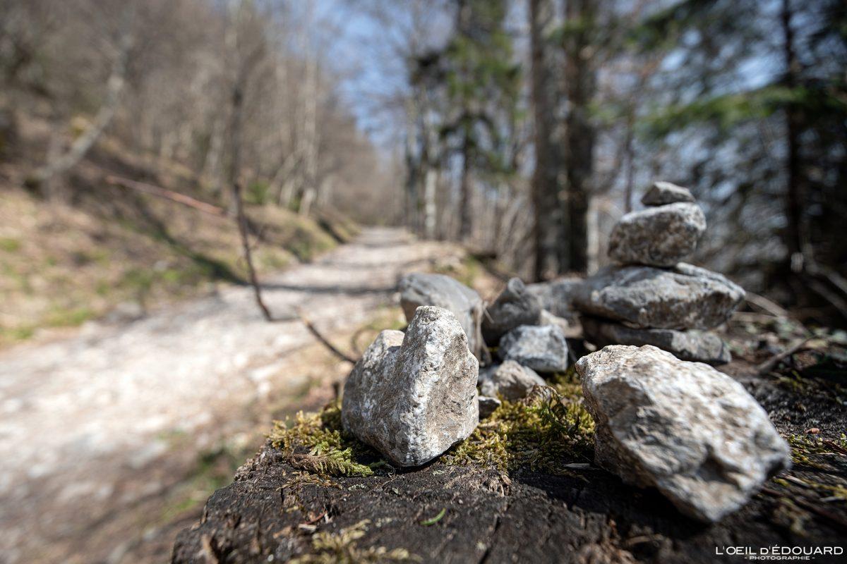 Cairn sentier de randonnée Le Môle Massif du Chablais Haute-Savoie Alpes France Montagne Outdoor French Alps Mountain Hike Hiking trail stones