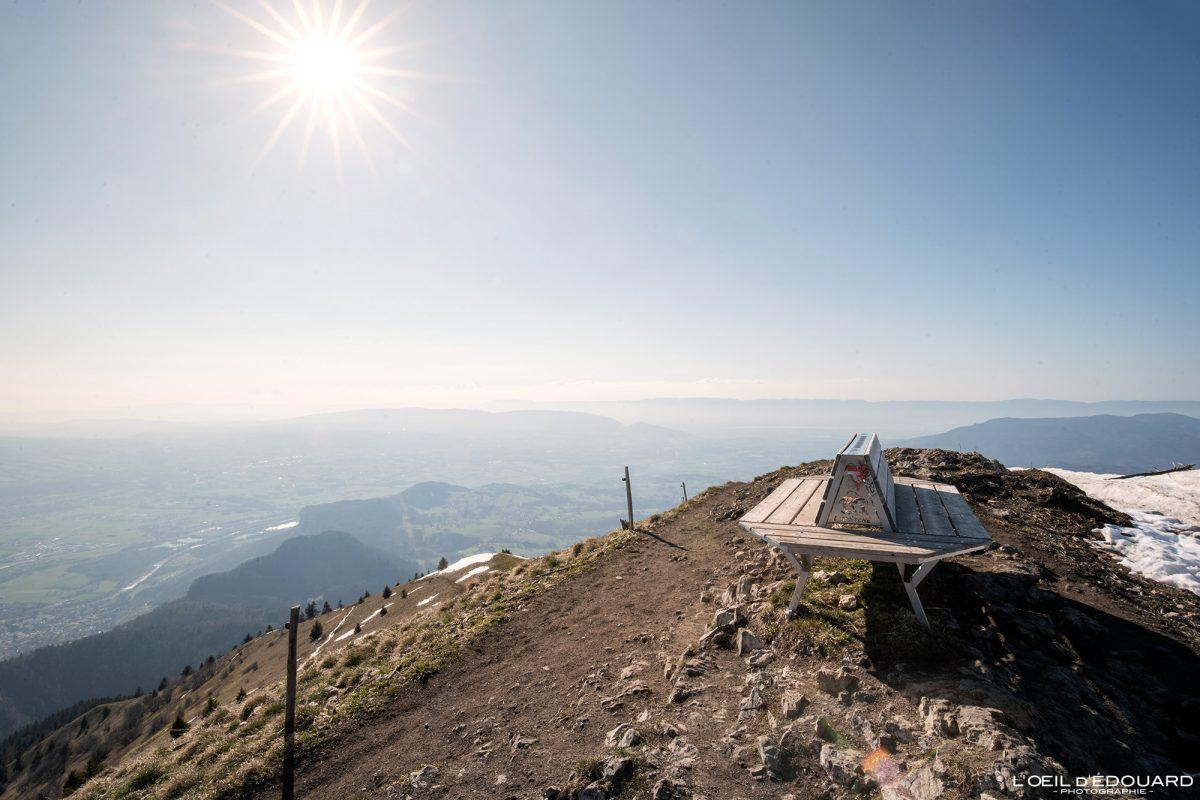 Banc au sommet du Môle Massif du Chablais Haute-Savoie Alpes France Randonnée Montagne Paysage Outdoor French Alps summit Mountain Landscape Hike Hiking