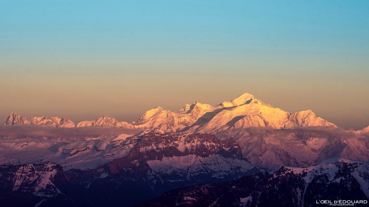 Coucher de soleil sur le Massif du Mont Blanc depuis le sommet du Môle - Massif du Chablais Haute-Savoie Alpes France Randonnée Montagne Paysage Outdoor French Alps Mountain view Landscape Sun Sunset colors
