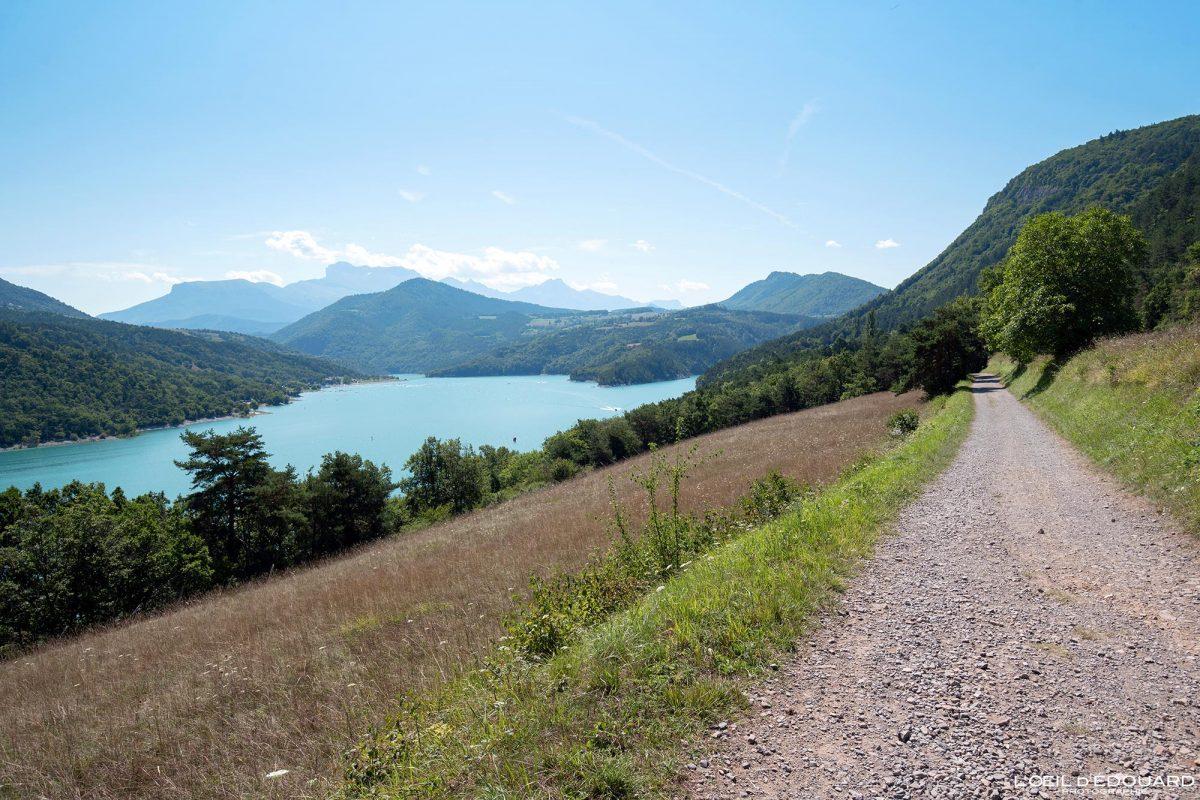 Sentier randonnée Passerelles Himalayennes Lac de Monteynard Avignonet Trièves Isère Alpes France Paysage Outdoor French Alps Lake Landscape Hiking Trail Hike