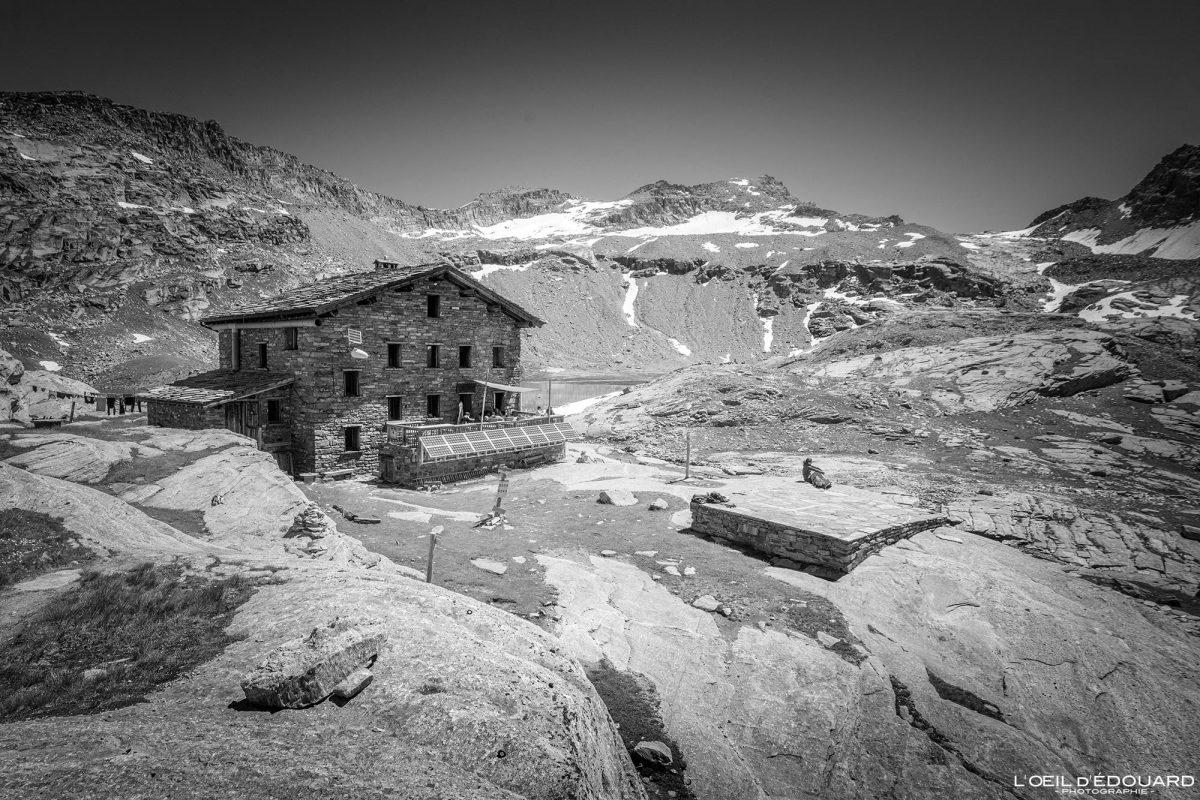Refuge du Carro Haute-Maurienne Savoie Alpes Grées France Paysage Montagne Outdoor French Alps Mountain House Landscape