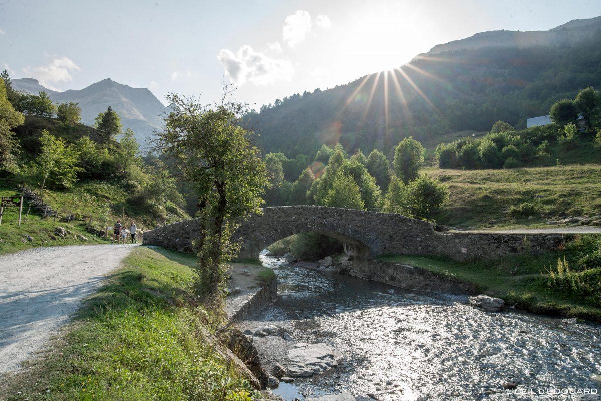 Pont de Nadau Gave de Gavarnie Pyrénées France Paysage Montagne Outdoor Mountain Landscape River