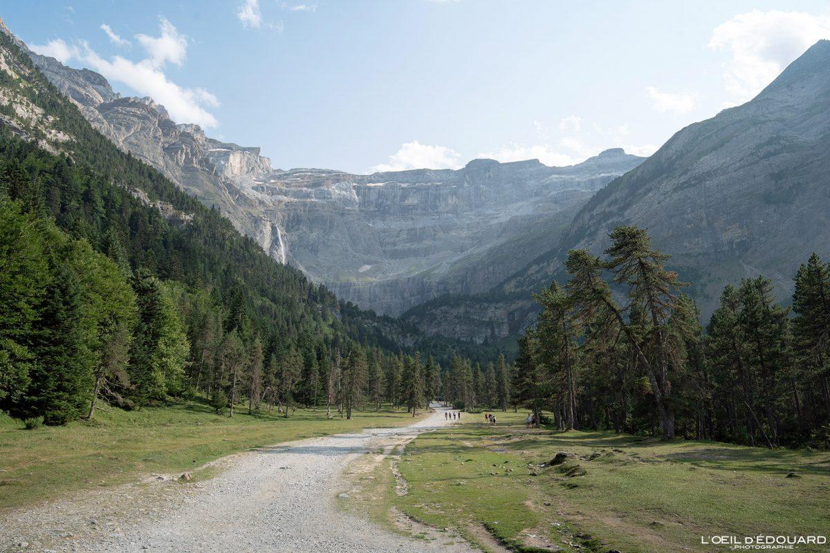 Chemin de randonnée au Cirque de Gavarnie Pyrénées France Paysage Montagne Outdoor Hiking Mountain Landscape