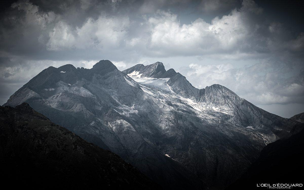Le Vignemale depuis le Refuge des Espuguettes Gavarnie Randonnée Pyrénées France Paysage Montagne Outdoor Hiking Mountain Landscape