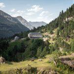 Hôtel du Cirque de Gavarnie Randonnée Pyrénées France Paysage Montagne Outdoor Hiking Mountain Landscape